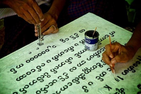 burmese-aphabet-script-600x398